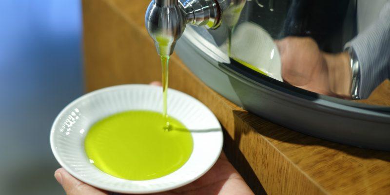 オリーブオイルの個性 ~色味と透明度~