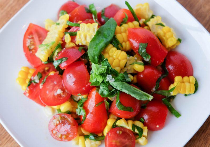 トマトとコーンのサラダ