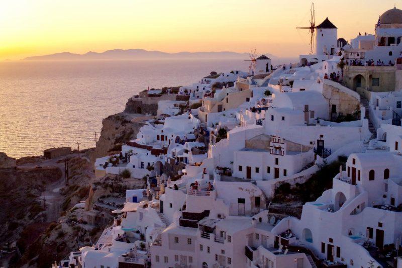 美しい現代のギリシャ建築