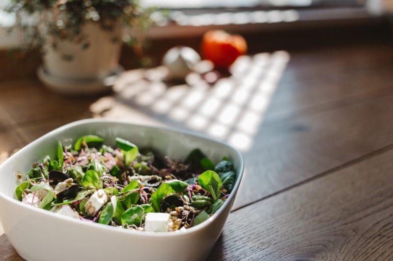 サラダが美味しくなるか不味くなるかは、オイルとビネガーの順番だった