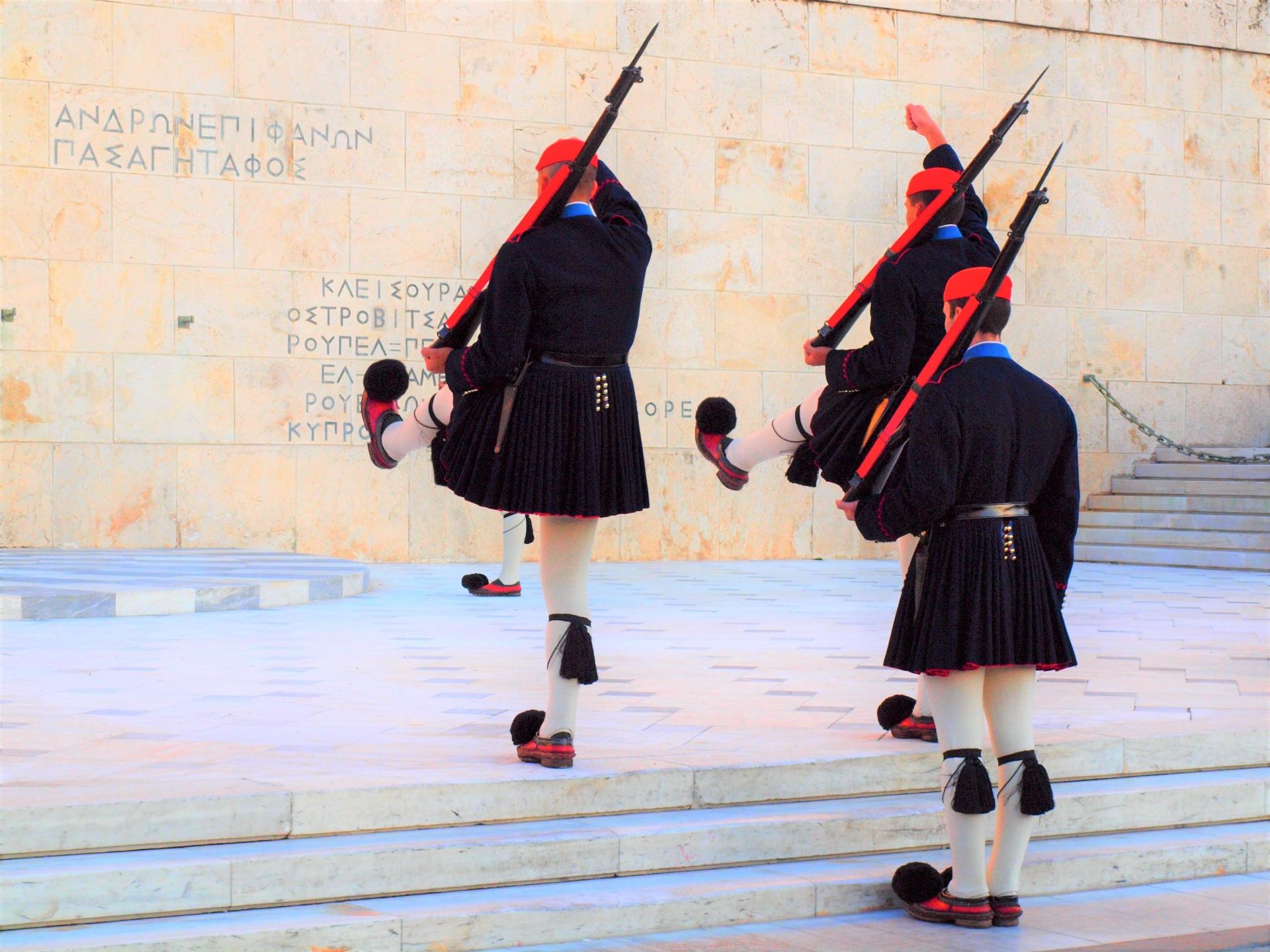 ギリシャの伝統衣装「フスタネラ」